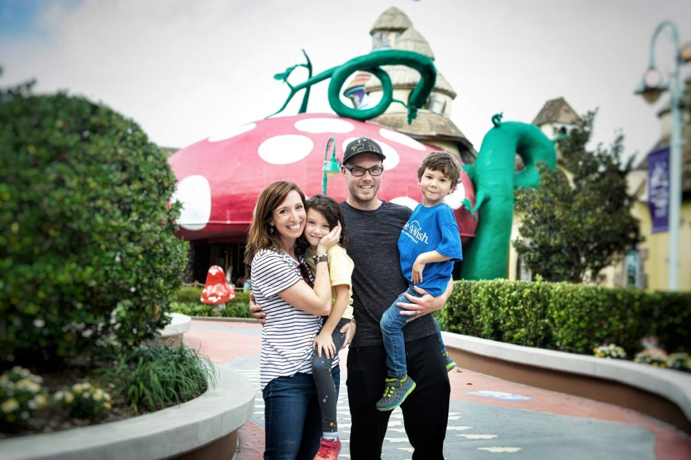 TX-Eko Young's family at Disney (1)
